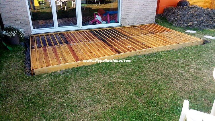 Pallet Wood Garden Terrace