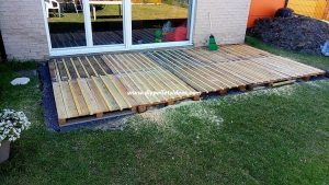 Recycled Pallet Garden Terrace