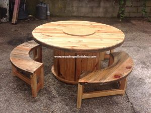 Round Top Pallet Table with Benches