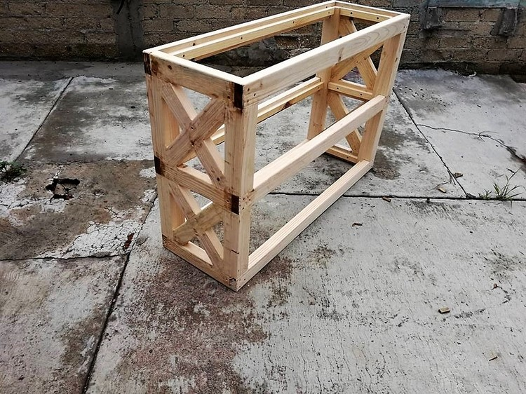 Wooden Pallet Entryway Table Project
